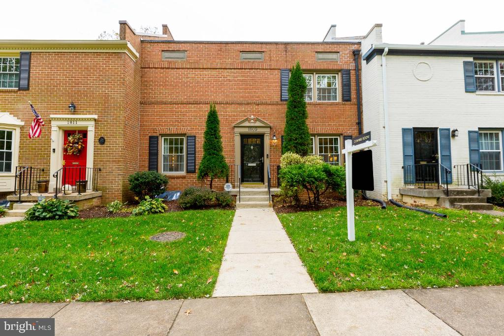 All brick town home - 1809 WAINWRIGHT DR, RESTON