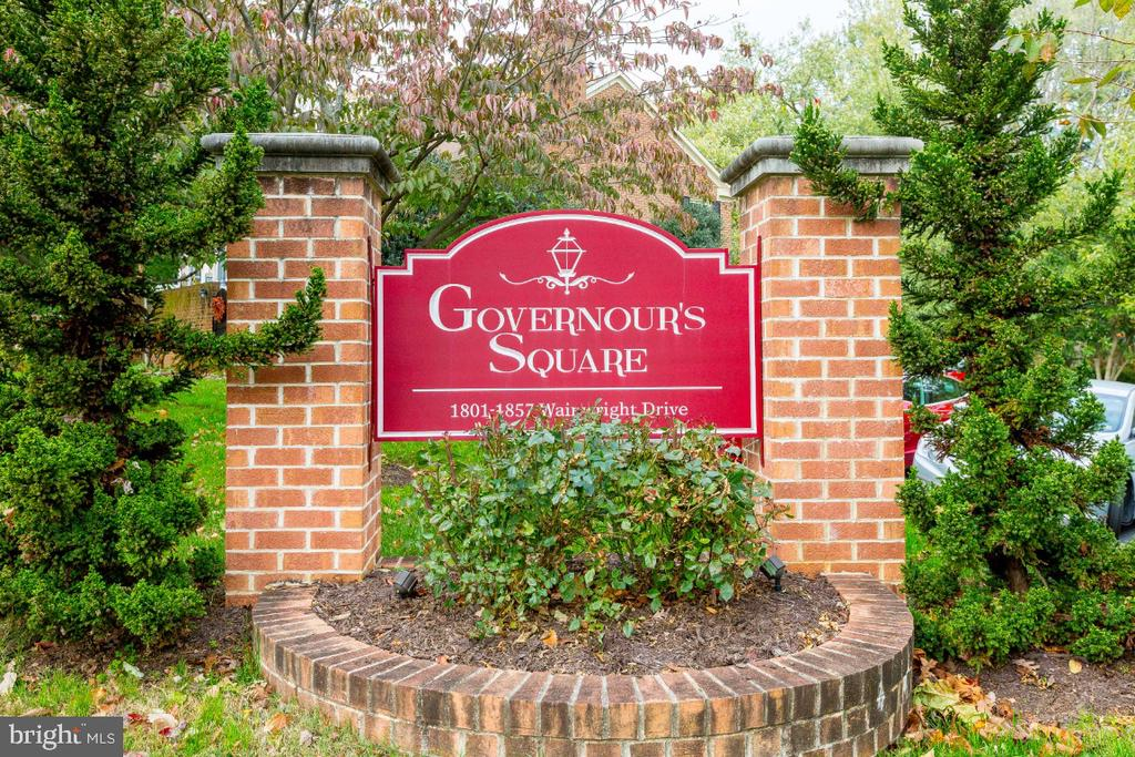 Highly sought after Grovenour's Square community - 1809 WAINWRIGHT DR, RESTON