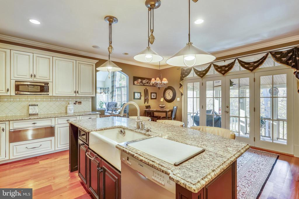 Lovely Large Kitchen Open to Screened Porch - 4808 WHISKEY CT, IJAMSVILLE