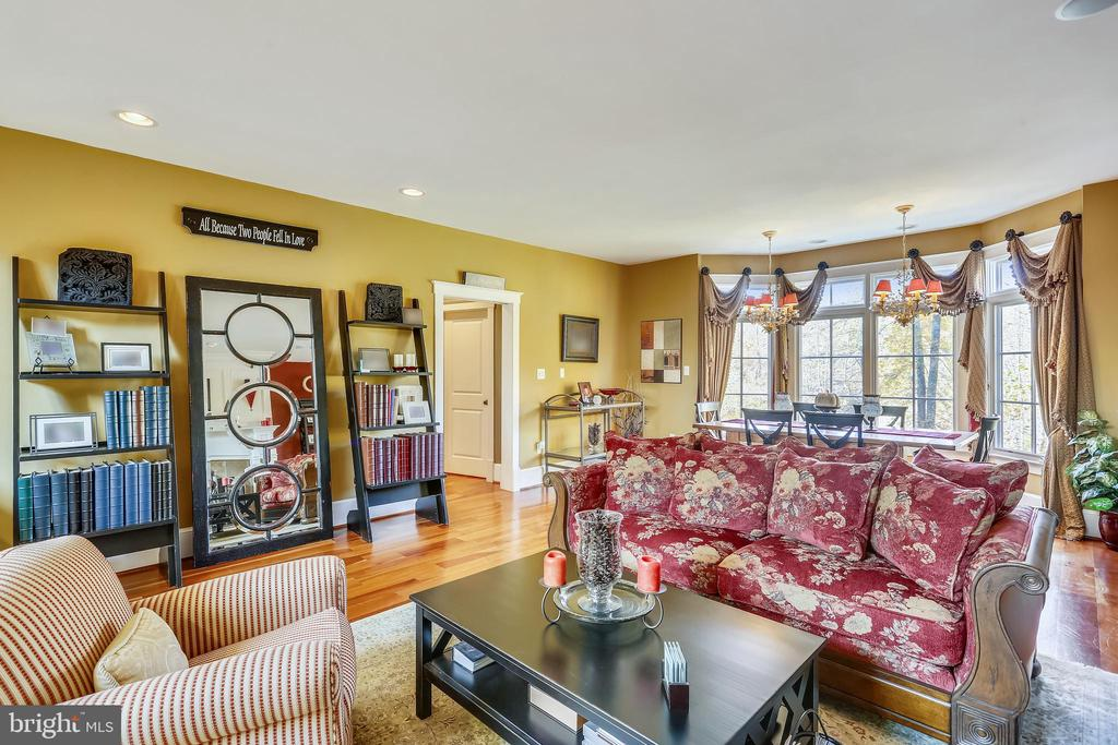 Large Dining Room with sitting area and FP - 4808 WHISKEY CT, IJAMSVILLE