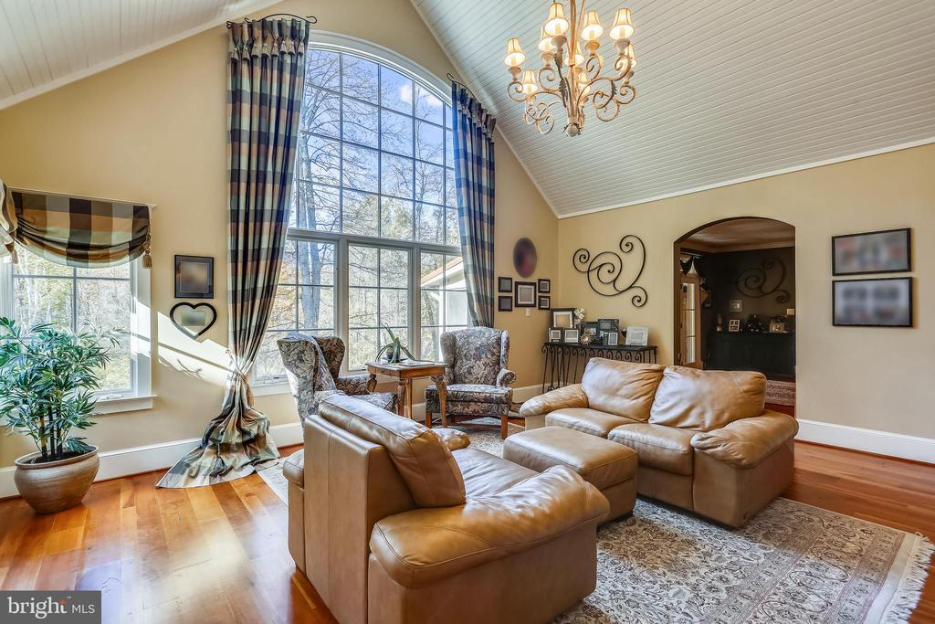 Light Filled Liv Room w/Floor to Ceiling Windows - 4808 WHISKEY CT, IJAMSVILLE