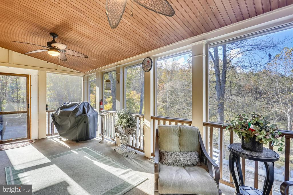 Screened Porch with walk out to patio - 4808 WHISKEY CT, IJAMSVILLE
