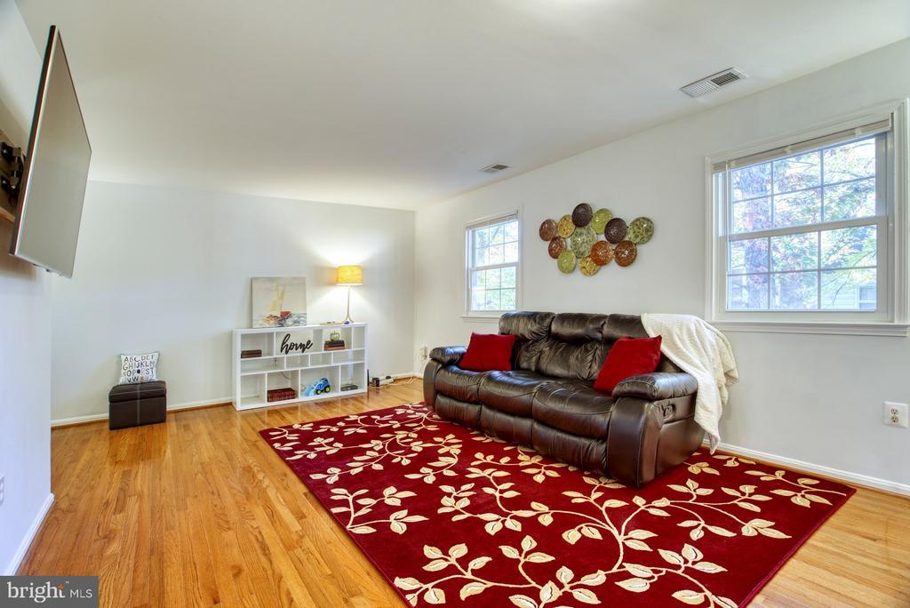 Spacious living room - 6348 DRACO ST, BURKE