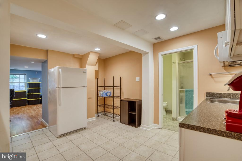 Basement kitchenette! - 6348 DRACO ST, BURKE