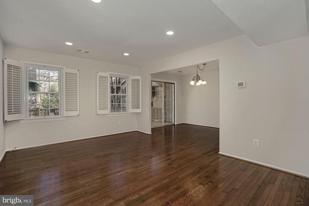 Recessed lights in Living Room - 5630 KIRKHAM CT, SPRINGFIELD
