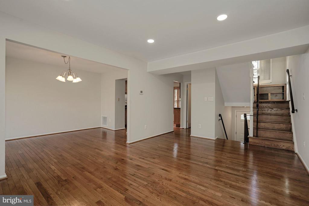 Newly refinished hardwood floors on main level - 5630 KIRKHAM CT, SPRINGFIELD