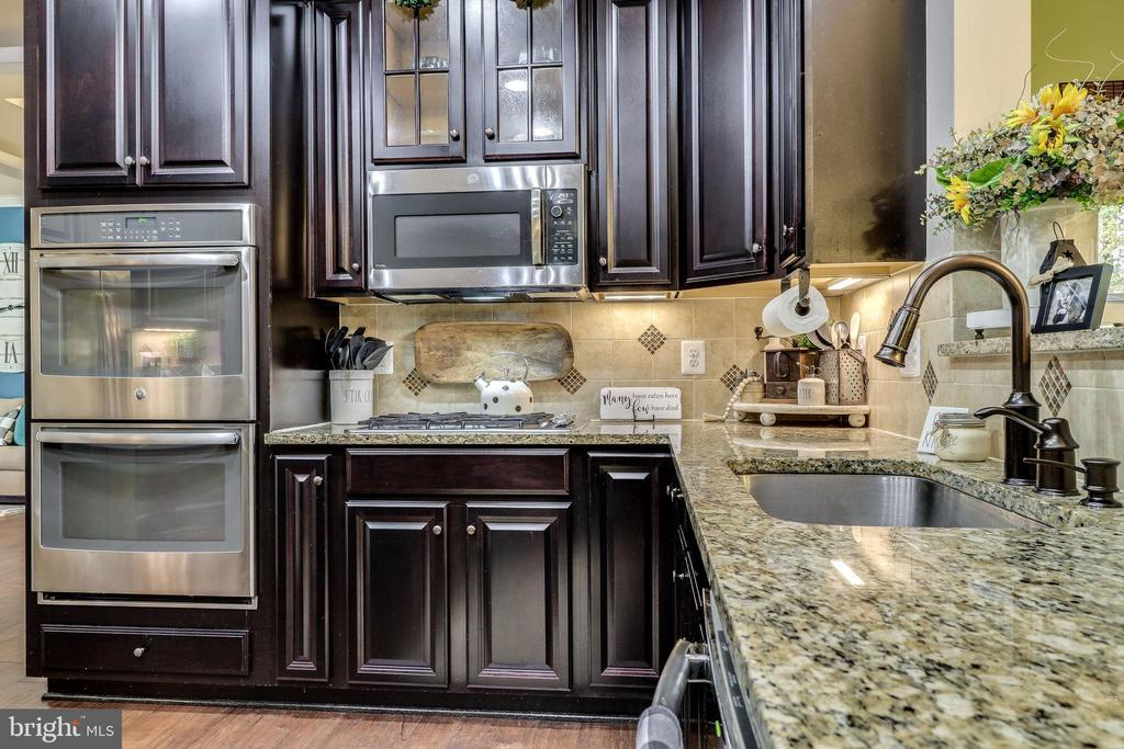 Double Wall Ovens, Great for the Holidays - 12801 CLASSIC SPRINGS DR, MANASSAS