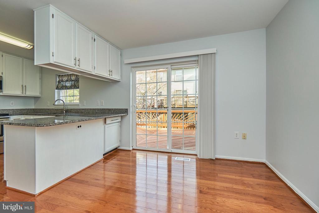 Kitchen Access to Deck - 3305 KINFOLK CT, HERNDON