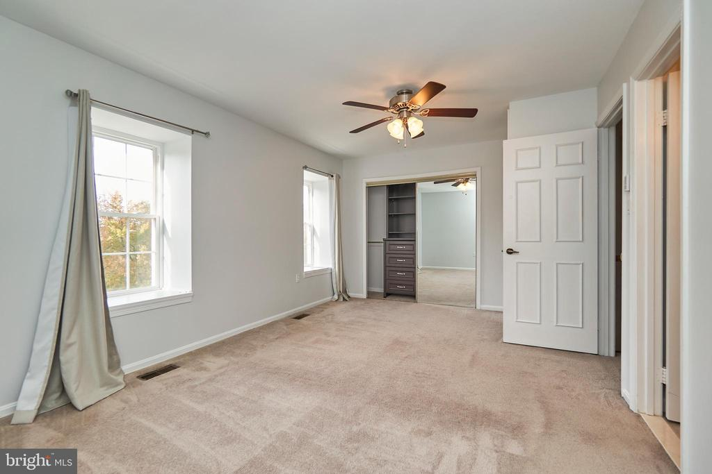 Primary 1 closet with built ins - 3305 KINFOLK CT, HERNDON