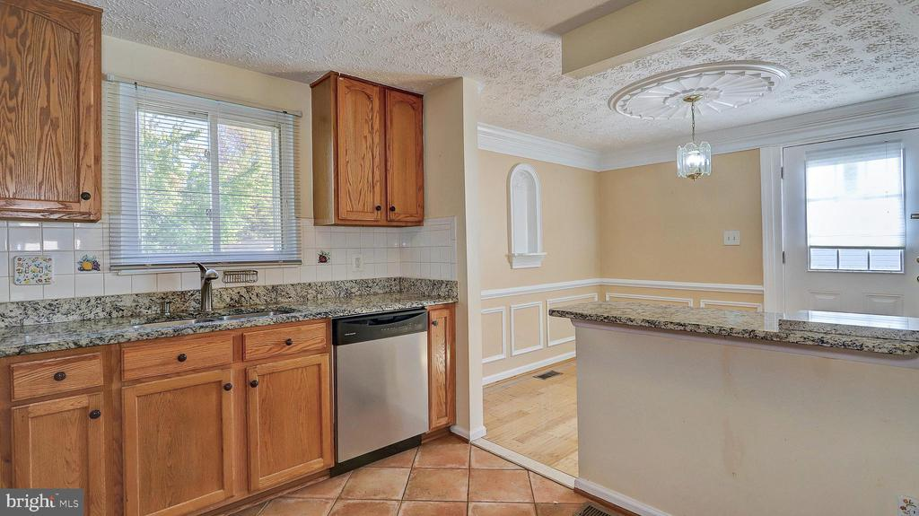 Granite Side Counter for Breakfast - 704 MORNINGSIDE CT, HERNDON