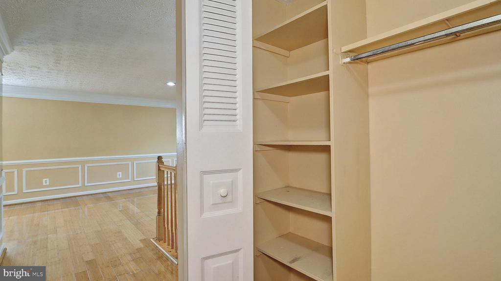 Coat Closet - 704 MORNINGSIDE CT, HERNDON