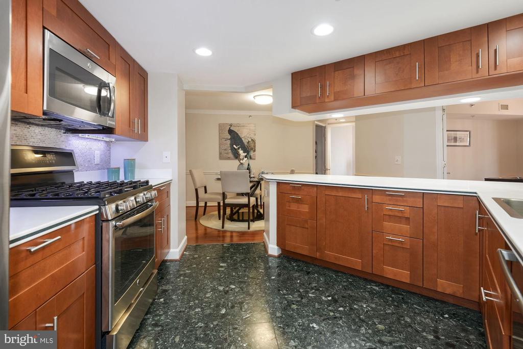 Renovated open Kitchen with marble floor - 1276 N WAYNE ST #807, ARLINGTON