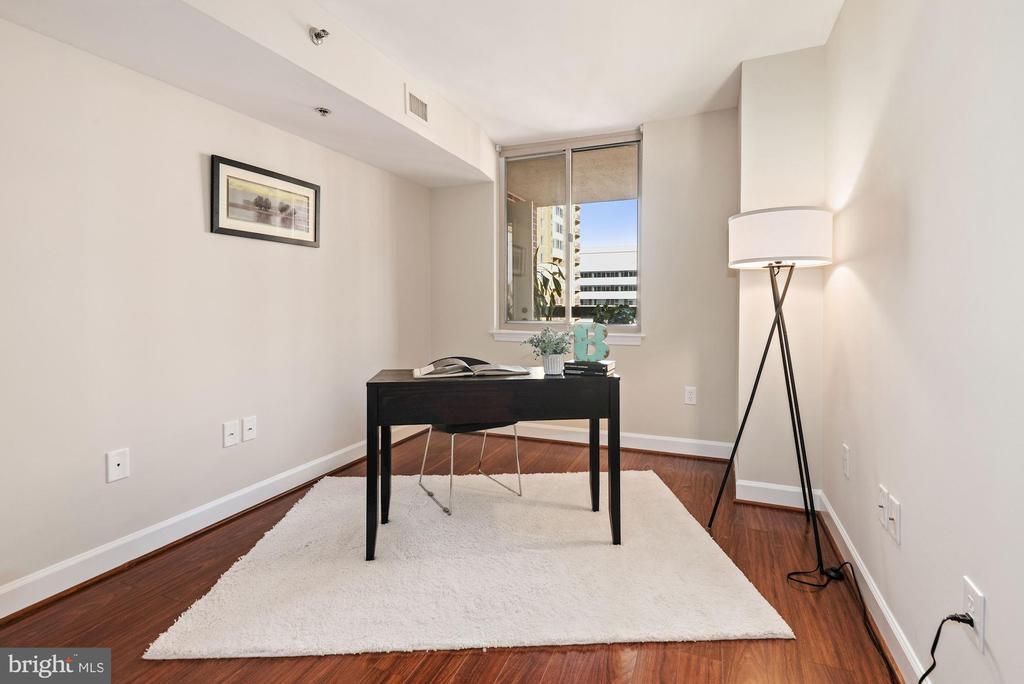 Third Bedroom - opposite Kitchen - home office? - 1276 N WAYNE ST #807, ARLINGTON