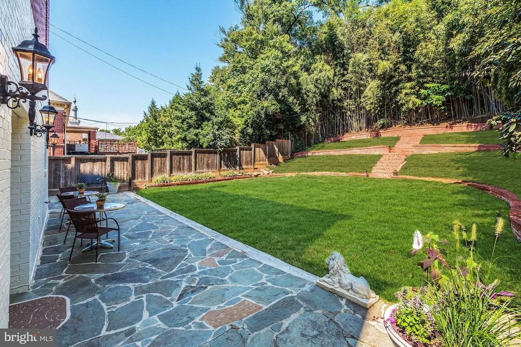 Spacious Backyard - 2507 MASSACHUSETTS AVE NW, WASHINGTON