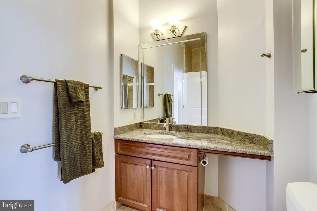 19 Primary Owner Bathroom - 309 HOLLAND LN #115, ALEXANDRIA