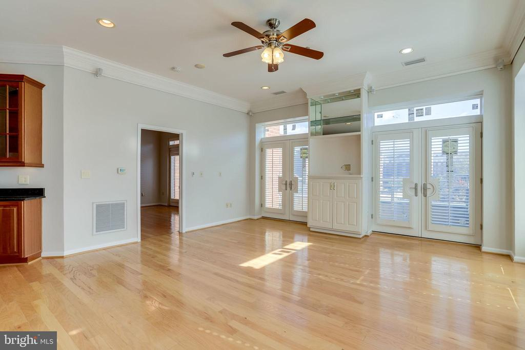 9  Built in with Bose Surround Sound - 309 HOLLAND LN #115, ALEXANDRIA
