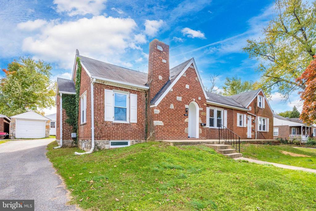 Front view - 526 MILITARY RD, FREDERICK