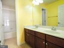 Hallway bath - separate tub/toilet room - 14973 SPRIGGS TREE LN, WOODBRIDGE