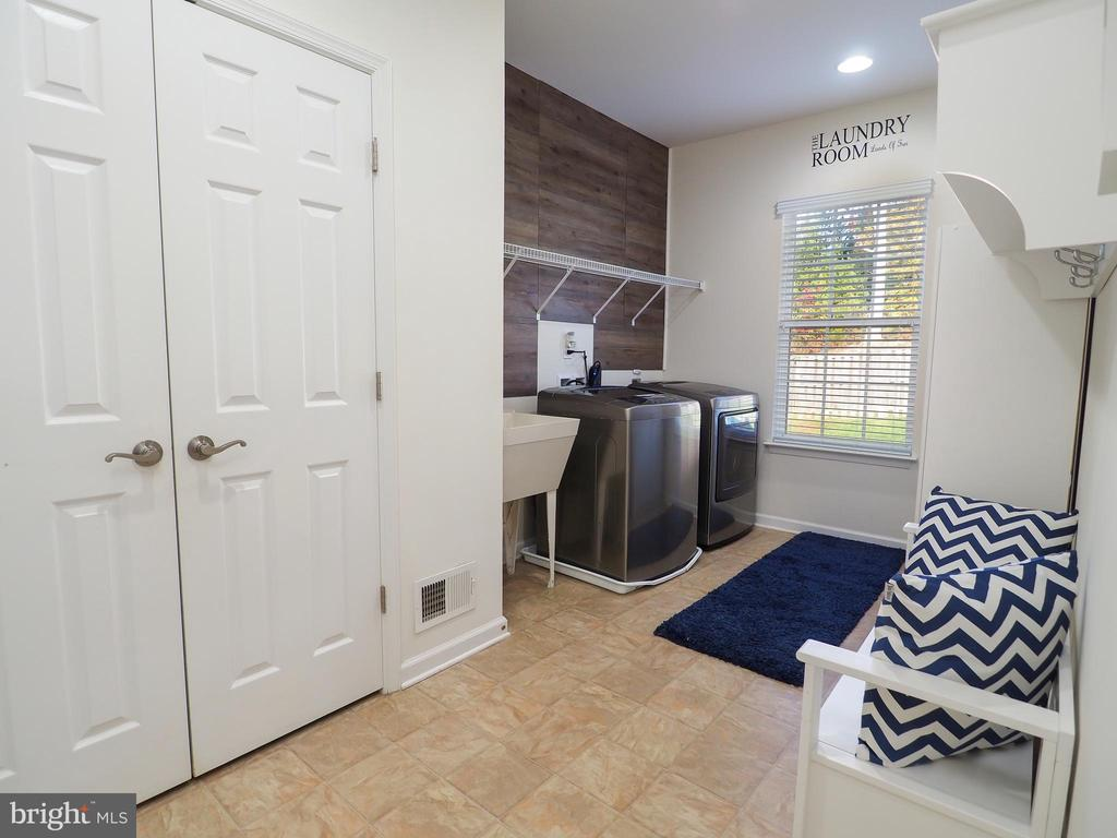 Laundry room and pantry - 14973 SPRIGGS TREE LN, WOODBRIDGE