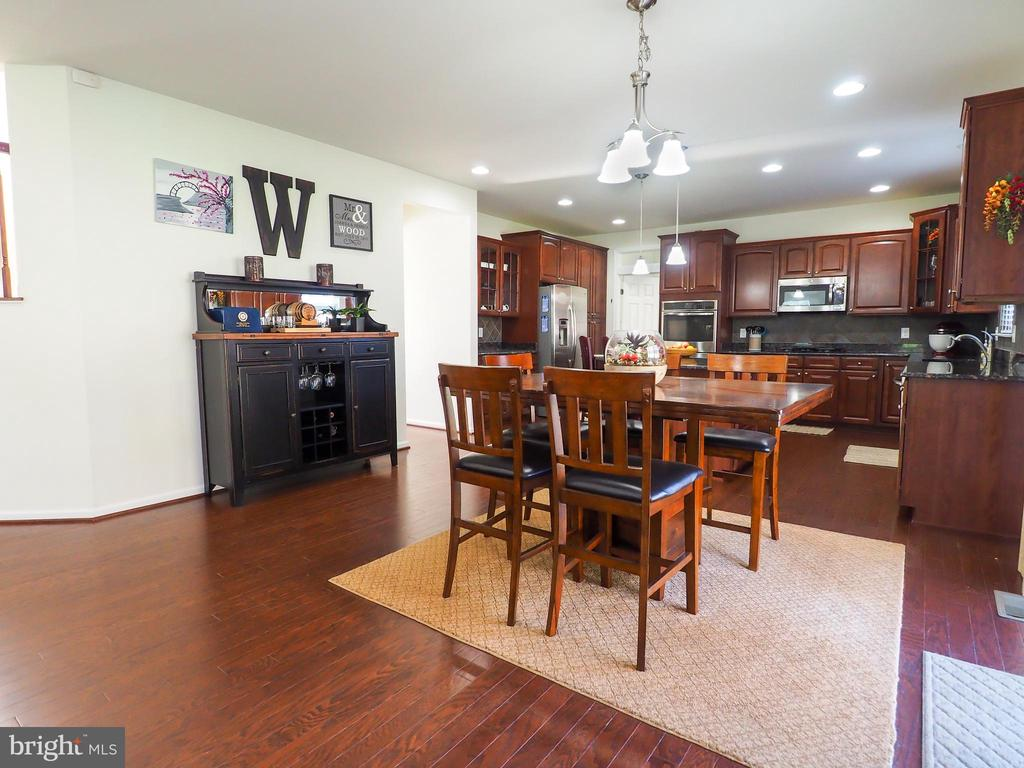 View from family room into kitchen - 14973 SPRIGGS TREE LN, WOODBRIDGE