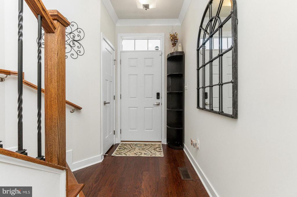 View of your beautiful Foyer - 18228 RED MULBERRY RD, DUMFRIES