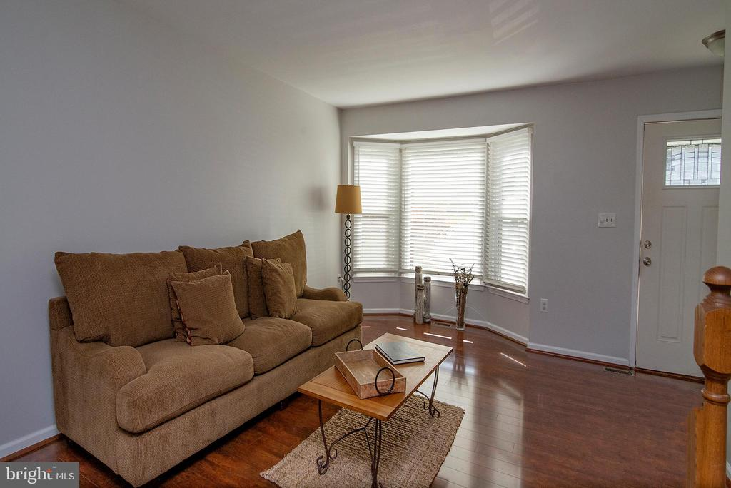 Bay window adds plenty of natural light. - 102 TWIN BROOK LN, STAFFORD