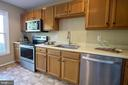 Lots of counter and cabinet space - 102 TWIN BROOK LN, STAFFORD