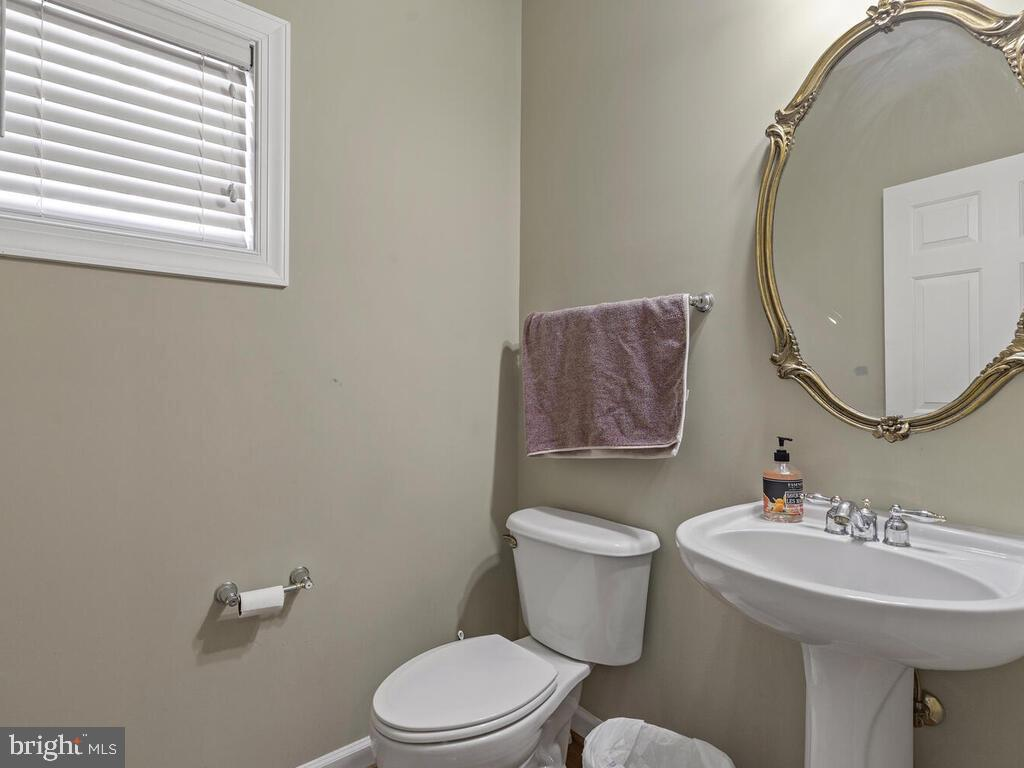 Powder Room, Main Level - 14136 SNICKERSVILLE DR, GAINESVILLE