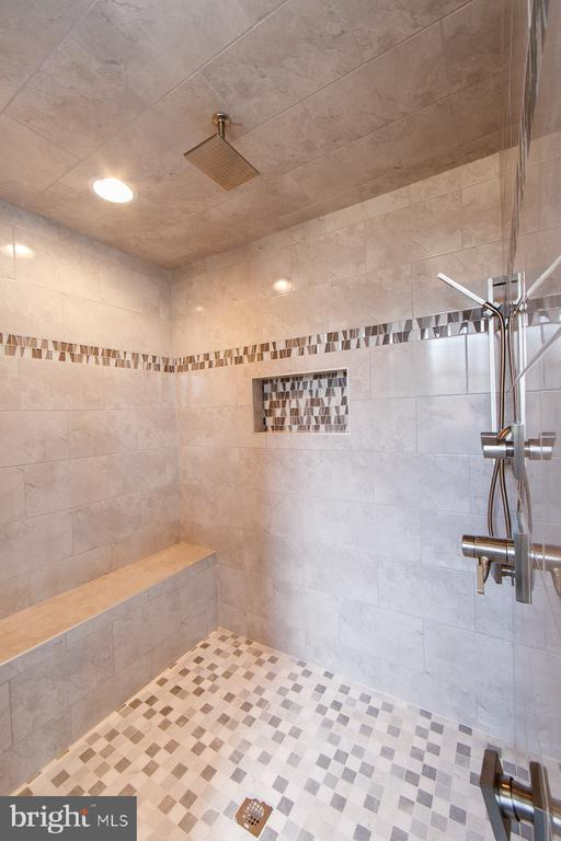 Design your baths - 38520-LOT 28 IRISH CORNER, LOVETTSVILLE
