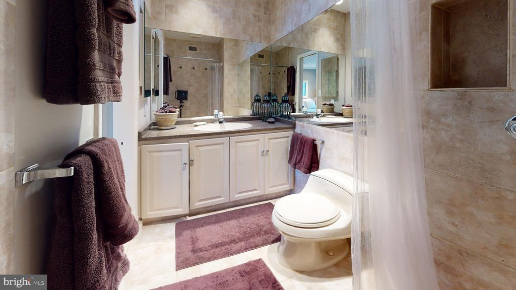 En-suite Bathroom - Bedroom One - 2128 CATHEDRAL AVE NW, WASHINGTON