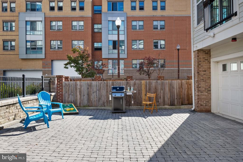 Grill or entertain in these two addit pkg spots - 821 N WAKEFIELD ST, ARLINGTON