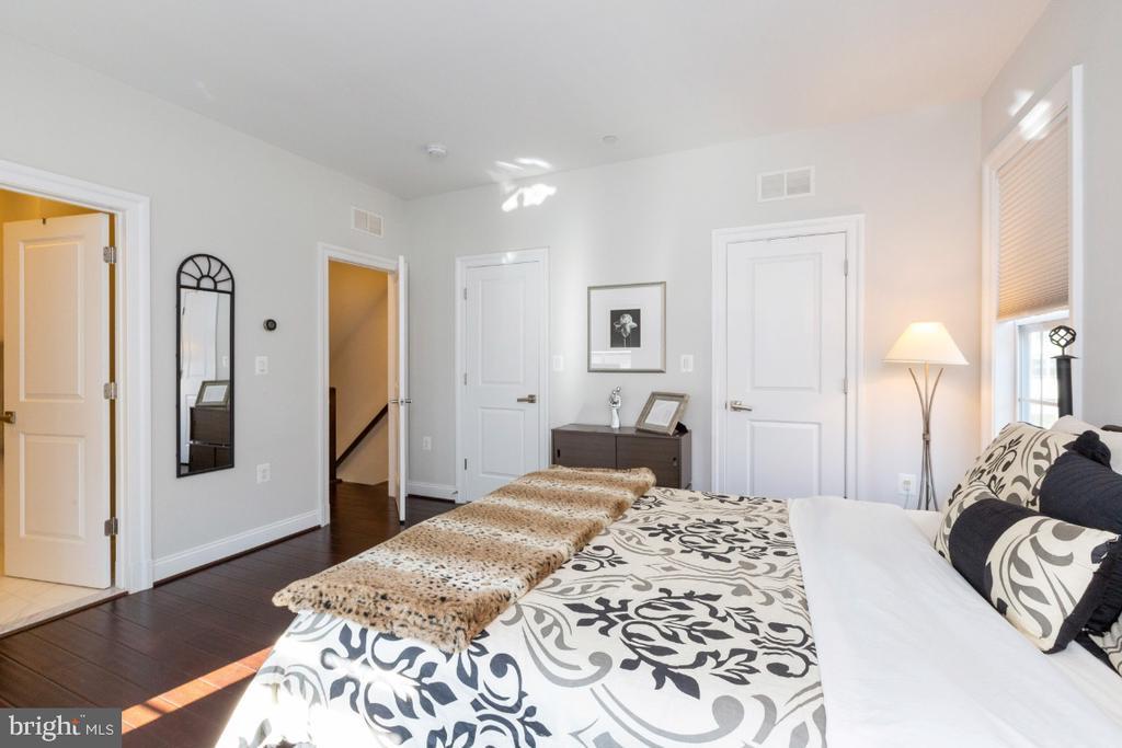 3rd bedroom or 2nd master suite - 821 N WAKEFIELD ST, ARLINGTON