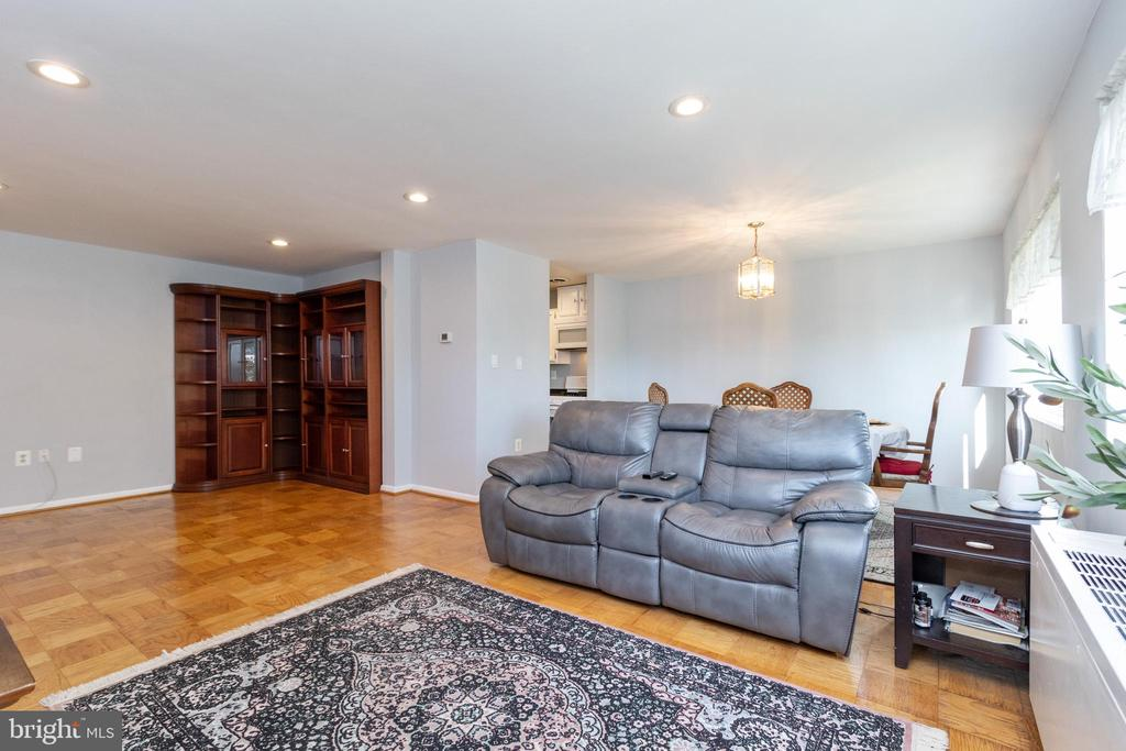 Spacious light filled living room - 200 N MAPLE AVE #607, FALLS CHURCH