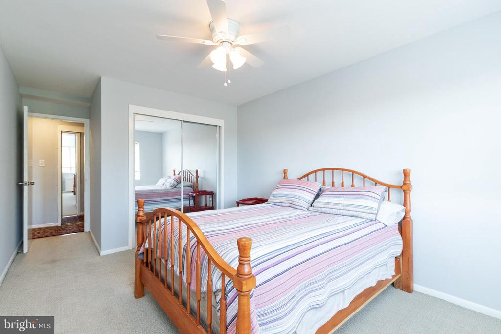 Light filled, 2nd bedroom w/ large closet - 200 N MAPLE AVE #607, FALLS CHURCH