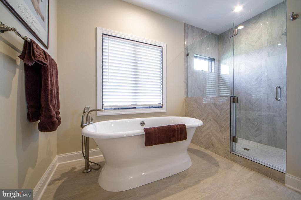 Select your bathroom design - 38520-LOT 28 IRISH CORNER, LOVETTSVILLE