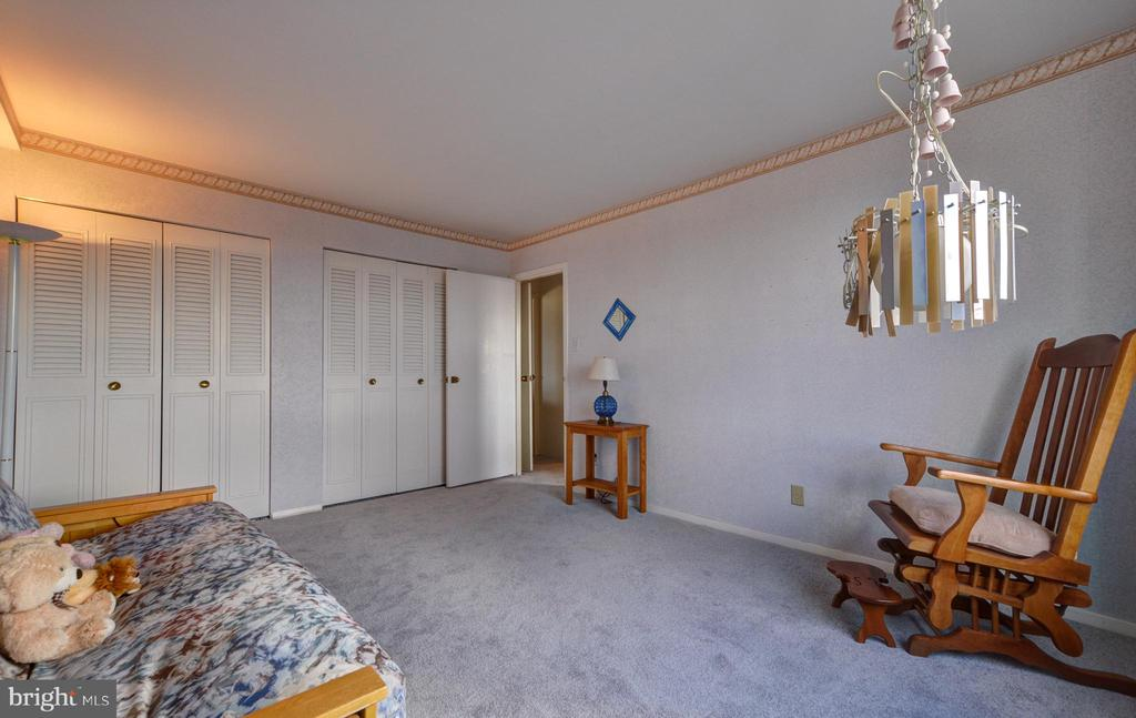 - 9701 FIELDS RD #1901, GAITHERSBURG