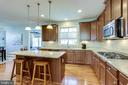 Gourmet Kitchen with island - 100 PEARL ST, HERNDON