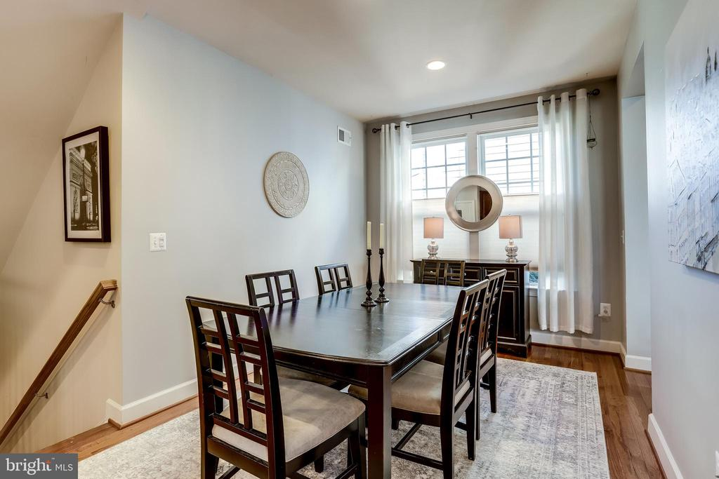 Formal Dining Room with huge window - 100 PEARL ST, HERNDON