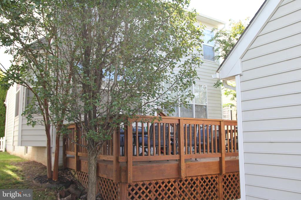 Another view of spacious deck behind house - 42630 HARRIS ST, CHANTILLY
