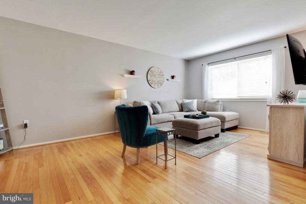 Open floor plan living space - 2828 JERMANTOWN RD #51, OAKTON