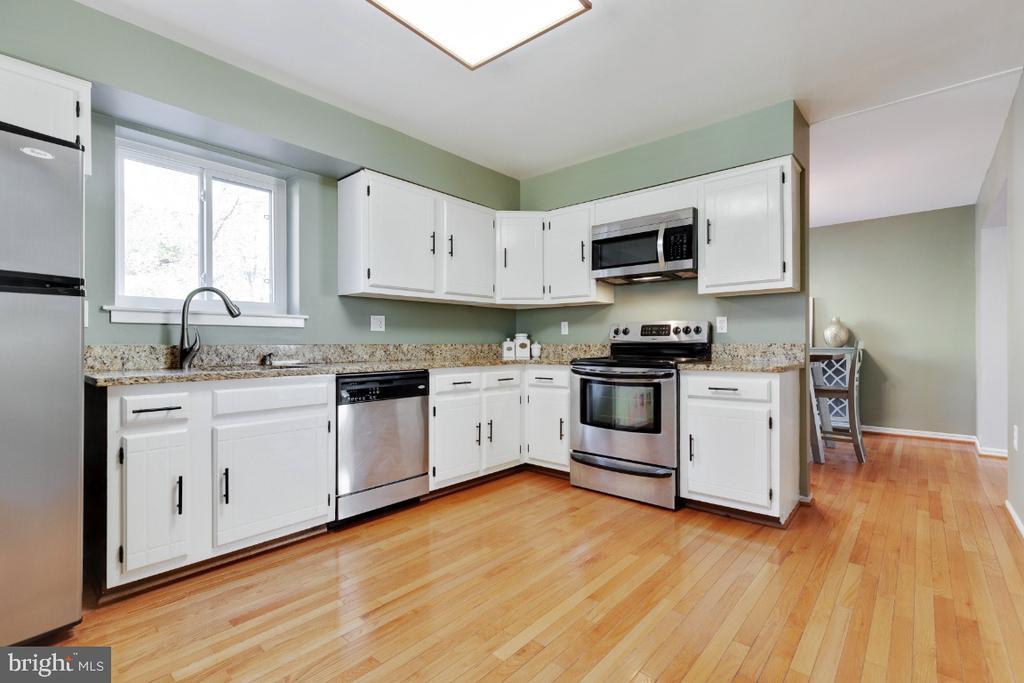 Stainless steel appliance suite - 2828 JERMANTOWN RD #51, OAKTON