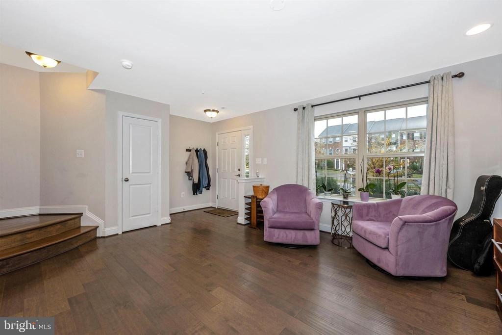 Main Level Sitting Area w/ Hardwood Floors - 11882 SNOWDEN FARM PKWY, CLARKSBURG