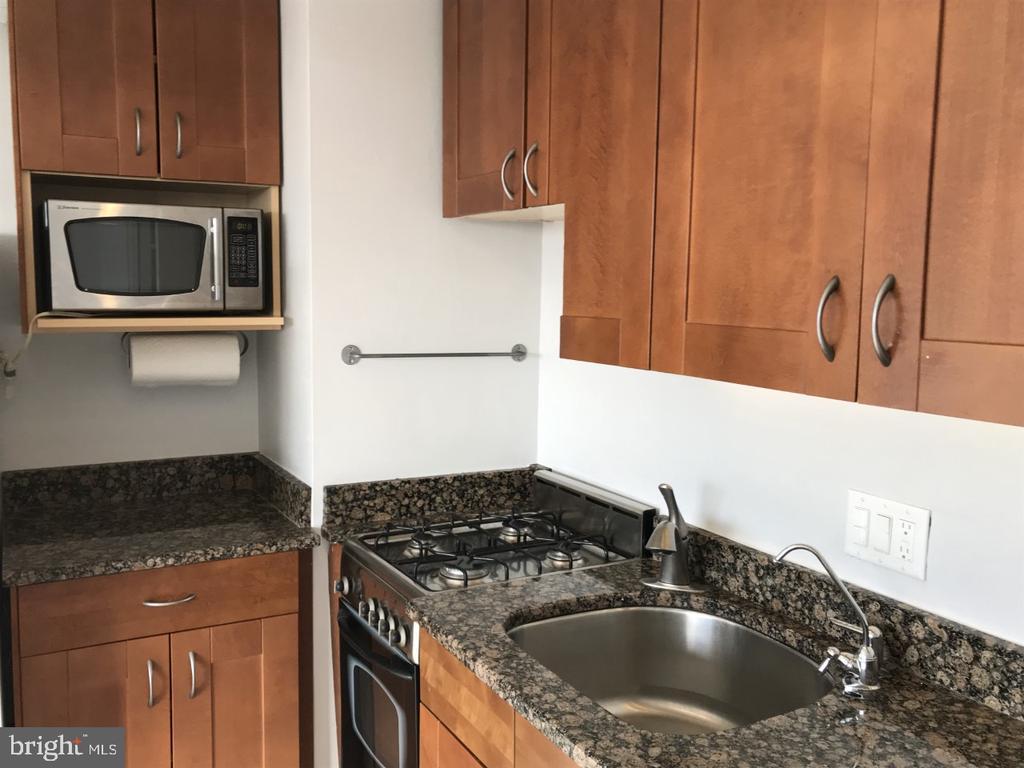 Kitchen - 3315 WISCONSIN AVE NW #408, WASHINGTON