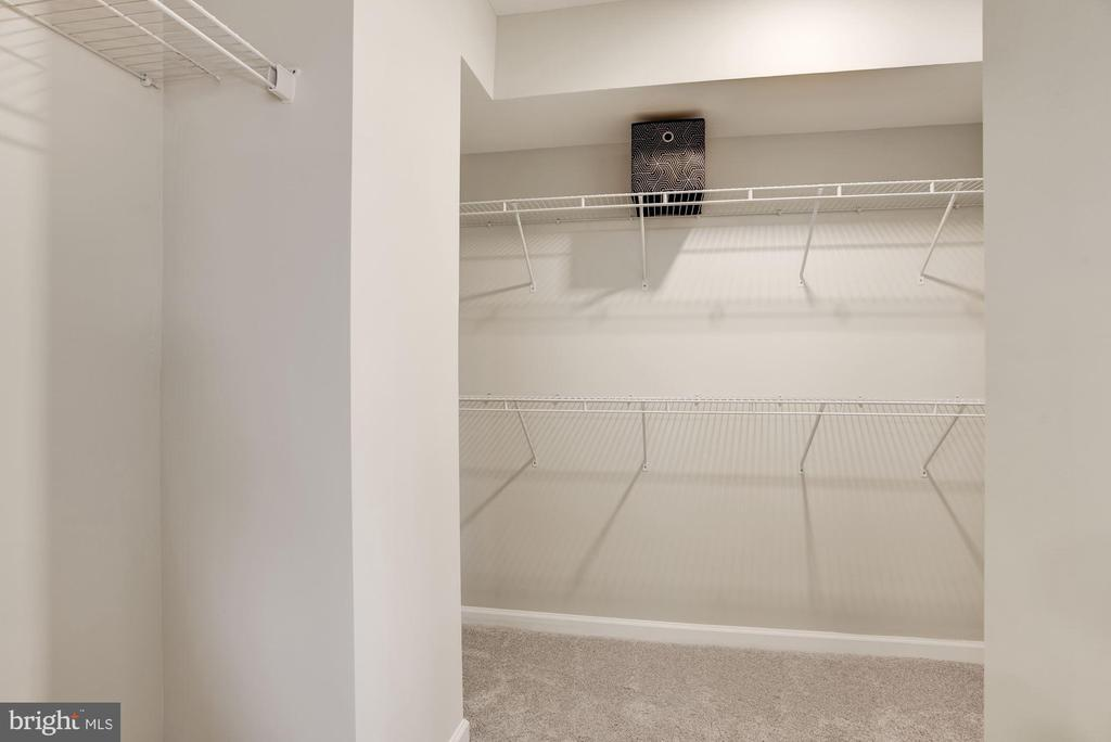 Primary Walk-in Closet - 456 BARNWELL DR, STAFFORD