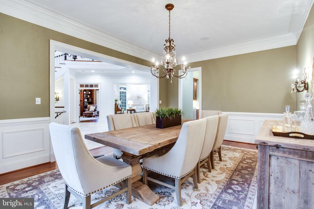Generously sized for dinner parties - 10464 SPRINGVALE MEADOW LN, GREAT FALLS