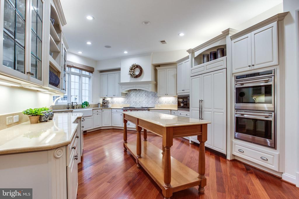 Limestone counters perfect for rolling out dough - 10464 SPRINGVALE MEADOW LN, GREAT FALLS