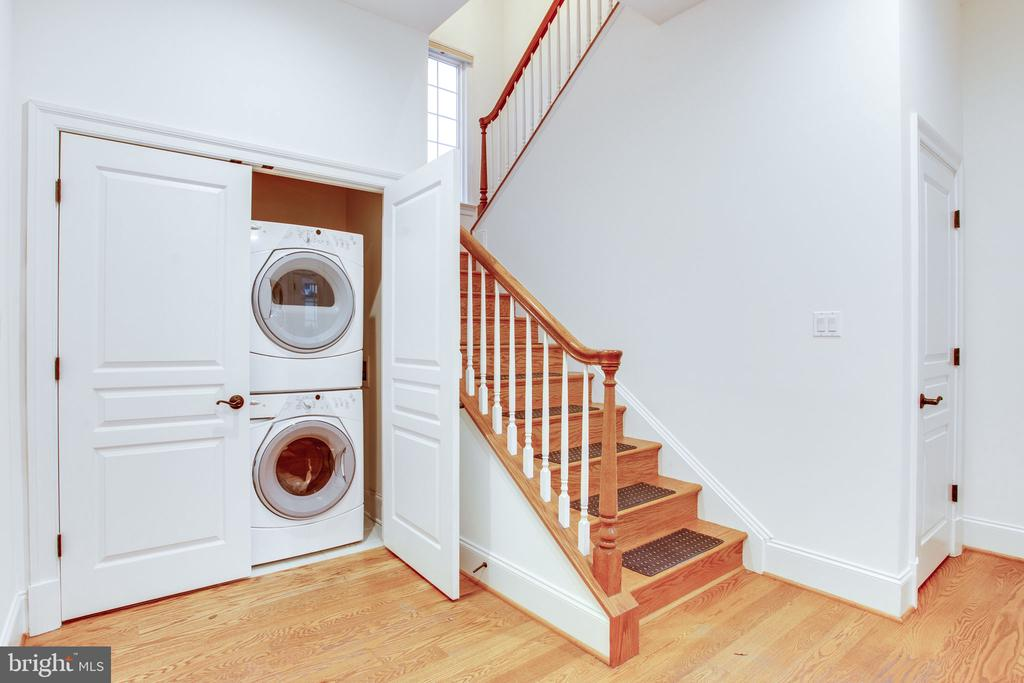 Full laundry plus chair lift can be re-installed - 10464 SPRINGVALE MEADOW LN, GREAT FALLS