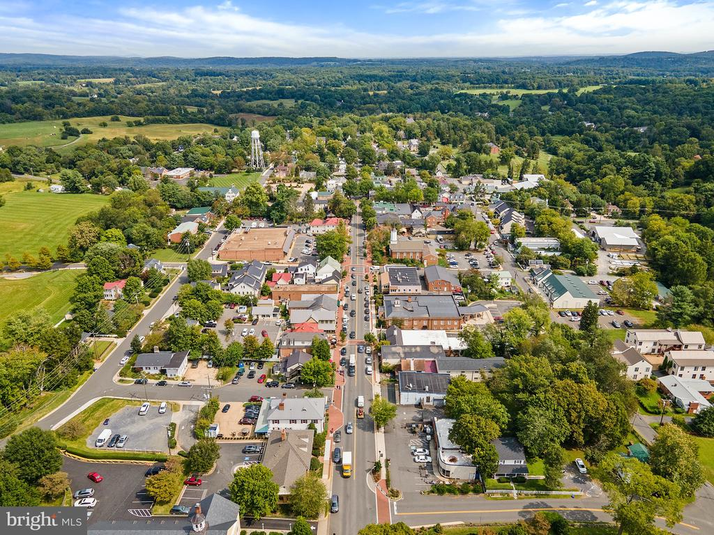 Walk right into town - aerial view of main street - 501 W WASHINGTON ST, MIDDLEBURG