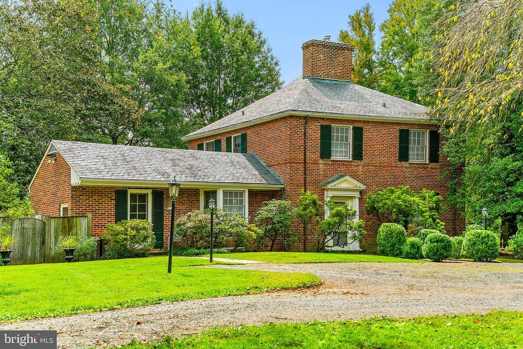 Built by renowned master builder JW Hanback - 501 W WASHINGTON ST, MIDDLEBURG