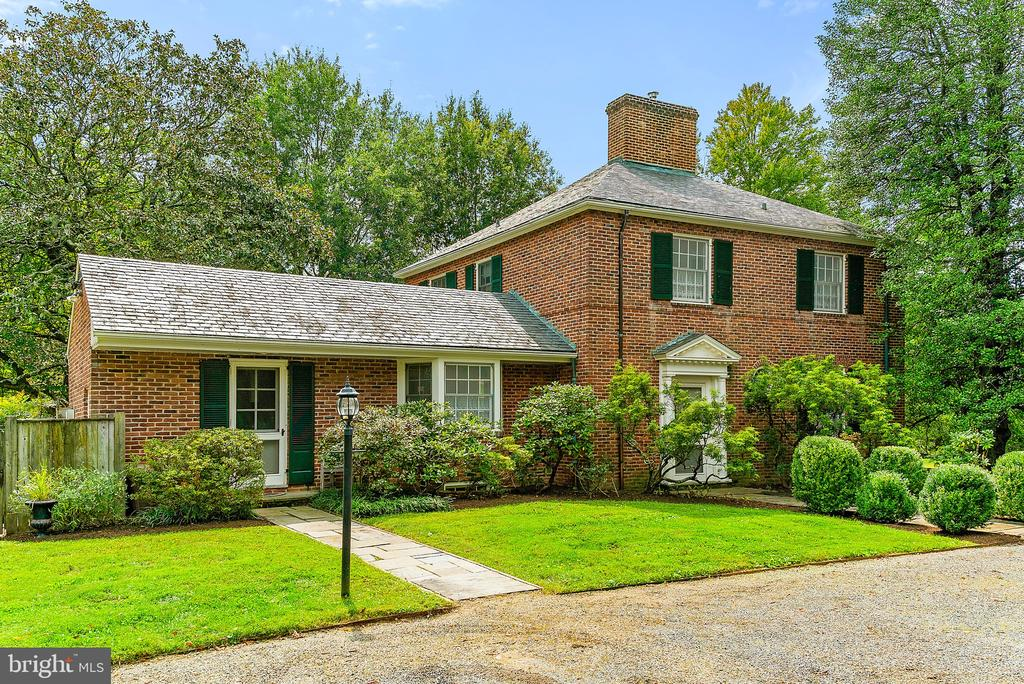 Welcome to this gem located on 4.5+ acs IN TOWN! - 501 W WASHINGTON ST, MIDDLEBURG